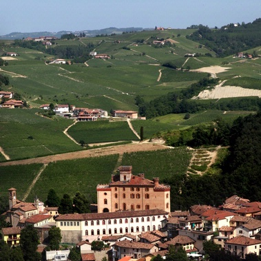 Trekking between wines and castles