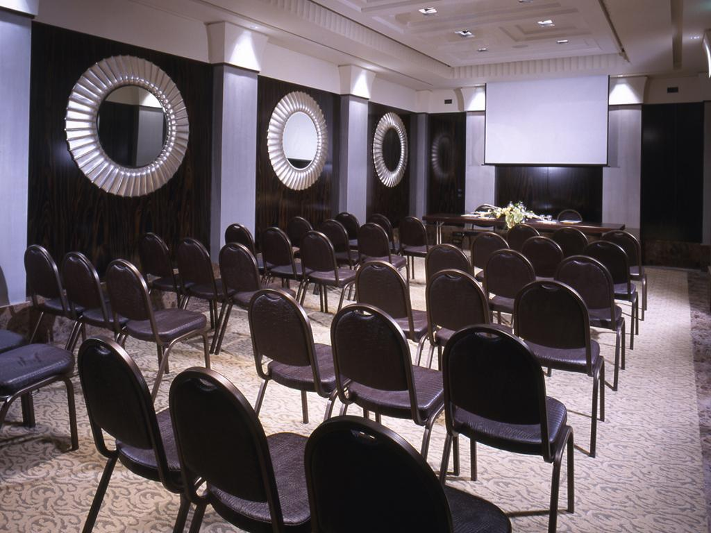 Argenti meeting room